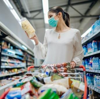 Selon Innova Market Insight, la transparence sur toute la chaine d'approvisionnement va dominer les tendances alimentaire 2021. Selon une étude du cabinet de conseil, six consommateurs sur dix veulent savoir d'où viennent leurs produits et ingrédients. Crédit photo Adobe eldarnurkovic