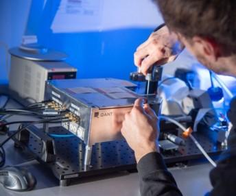 Le spécialiste des capteurs Sick s'est associé à Trumpf, fabricant de lasers industriels, pour développer le premier capteur optique quantique adapté à l'industrie. Les essais fonctionnels sont concluants. La mise sur le marché est annoncée pour 2021.