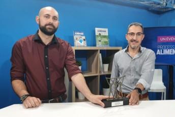 François Thibault, manager énergies, et Denis Pineau, chef de projets industrie chez Fleury Michon, ont reçu le prix Energ'IAA 2021, le 22 juin dans les studios des Editions du Boisbaudry, éditeur du magazine Process Alimentaire.