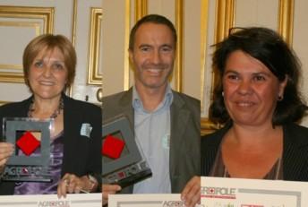 De gauche à droite : Claudie Muselet Botté, créatrice de Gourmie's - Sébastien Loctin, créateur de Biofuture - Céline Courtine, créatrice de LCC La Courtisane, recevant leurs prix dans l'enceinte du Sénat.