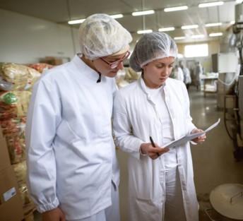 La culture de la sécurité sanitaire des aliments devient désormais une obligation du règlement européen UE n°2021/382. Crédit : Adobe Stock.