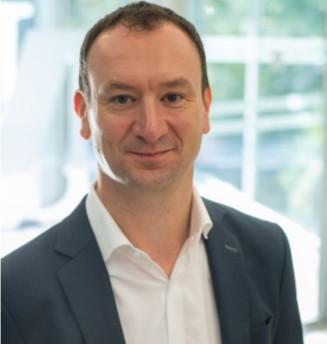 Romain Dumas, 44 ans, est diplômé de Neoma Reims.
