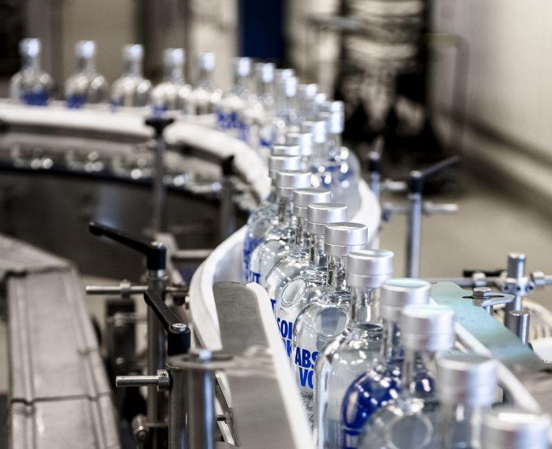 Spécialisée dans les spiritueux, la société suédoise The Absolut Company initie un projet pilote d'intégration du logiciel de suivi de fabrication Siemens Opcenter Execution.