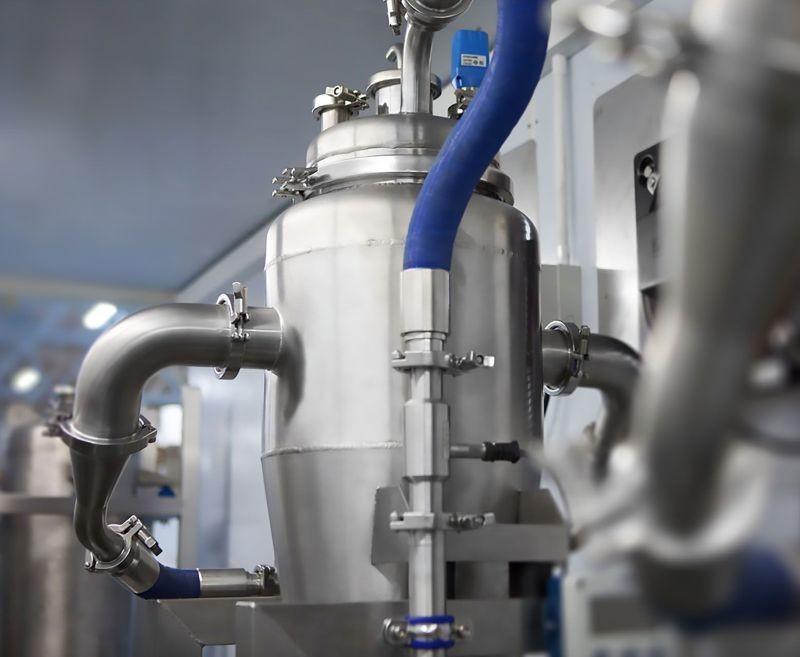 La technologie AES (Activated Enhancement System) développée par le groupe Wet permet de transformer une eau de source en une eau alcaline (pH 10.5) stable.