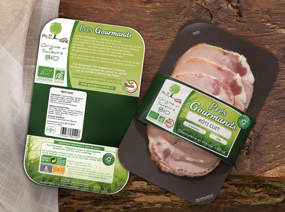 La Charcuterie artisanale du pays Gallo, unité de transformation du groupement de producteurs de porcs BioDirect, a fait le choix de l'Hybric Flat 3D avec légers rebords sur les côtés. Ses partenaires: Multivac, Linpac et Virgin Bio Pack. Cette solution est déclinée sur une dizaine de références à marque Les Prés Gourmands (bacon, rosette, coppa, rôti de porc cuit, lardons, pâté, boudin, saucisse, etc.).