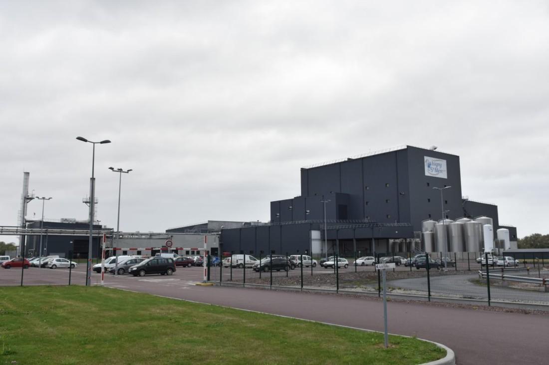 L'unité U2, opérationnelle depuis 5 ans, est située à l'autre extrémité du site d'Isigny Ste Mère. Elle produit 25 000 tonnes de poudres de lait infantile par an.