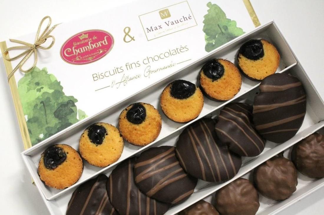 Le coffret créé par la biscuiterie de Chambord et la chocolaterie Max Vauché sera d'abord mis en vente dans les boutiques des deux entreprises du Loir-et-Cher. Il sera également disponible à la vente en ligne.