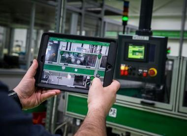 Vitrine de l'industrie du futur, le site Schneider Electric du Vaudreuil (27) est la première usine en France à tester les usages de la 5G industrielle, sur un réseau privé déployé par Orange.
