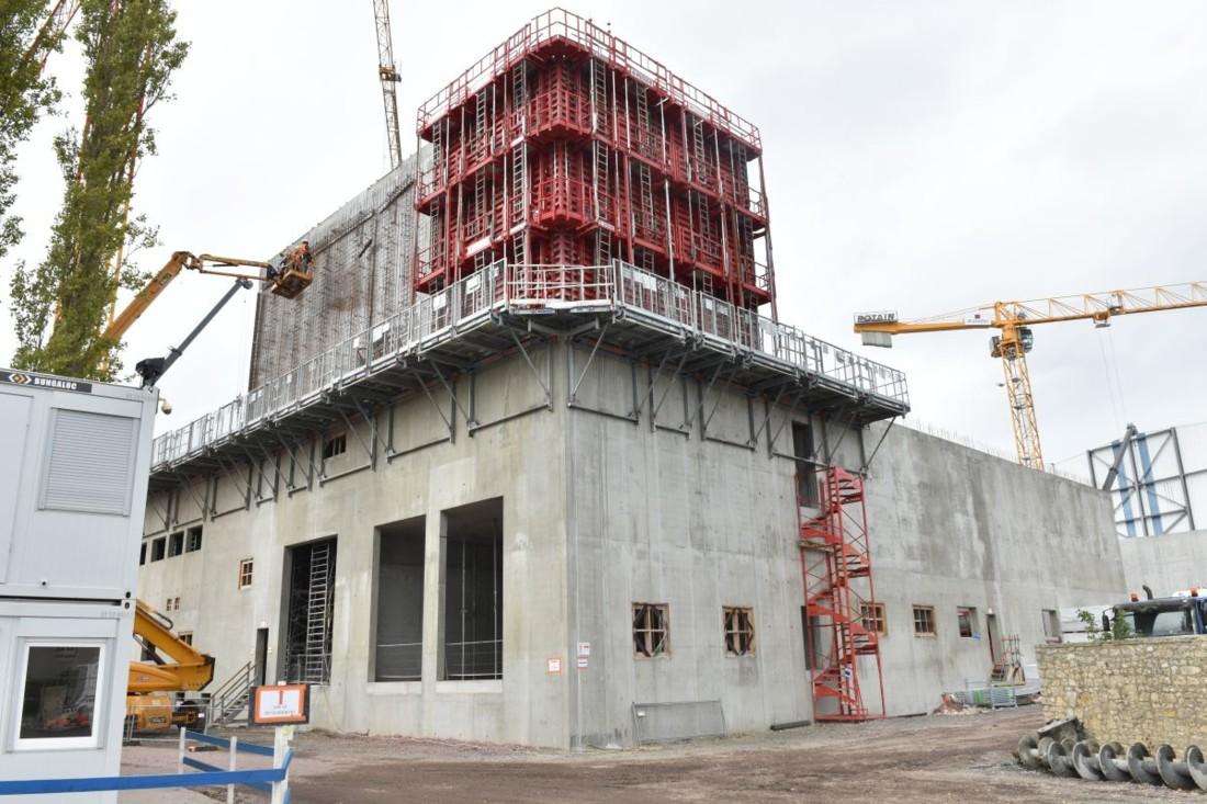 Le chantier de l'unité U3 a démarré le 21 mars. La tour de séchage va compter douze niveaux pour une hauteur de près de 45 mètres et un diamètre de 12,5 mètres. Les premiers runs industriels sont prévus fin 2020.