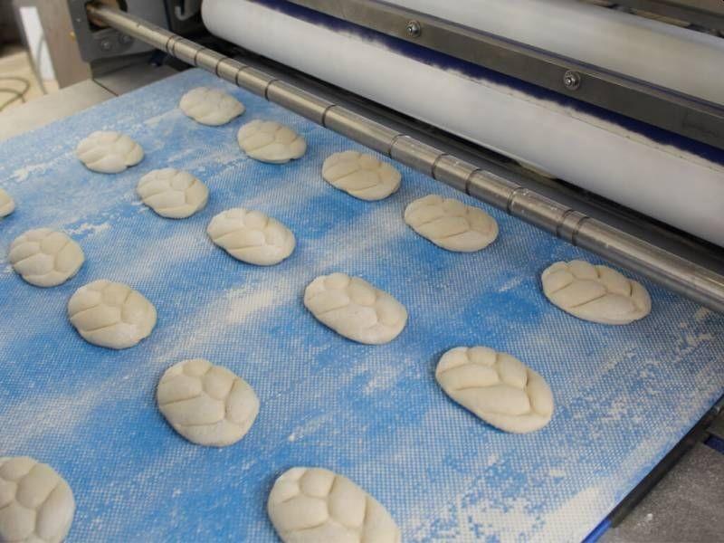 La ligne de laminage polyvalente Combiline plus EC de Koenig est adaptée aux boulangeries produisant de larges gammes de petits pains.