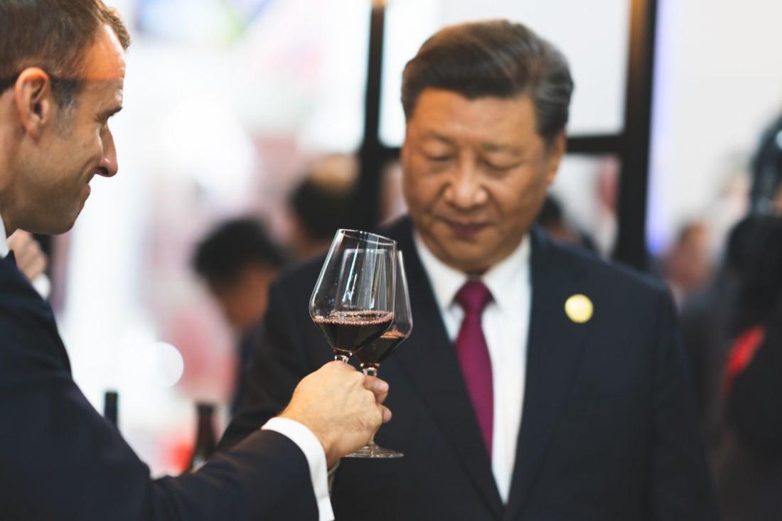 Emmanuel Macron et le président chinois Xi Jinping, lors de la Foire internationale des importations à Shangaï, le CIIE (China International Import Expo), le 5 novembre.