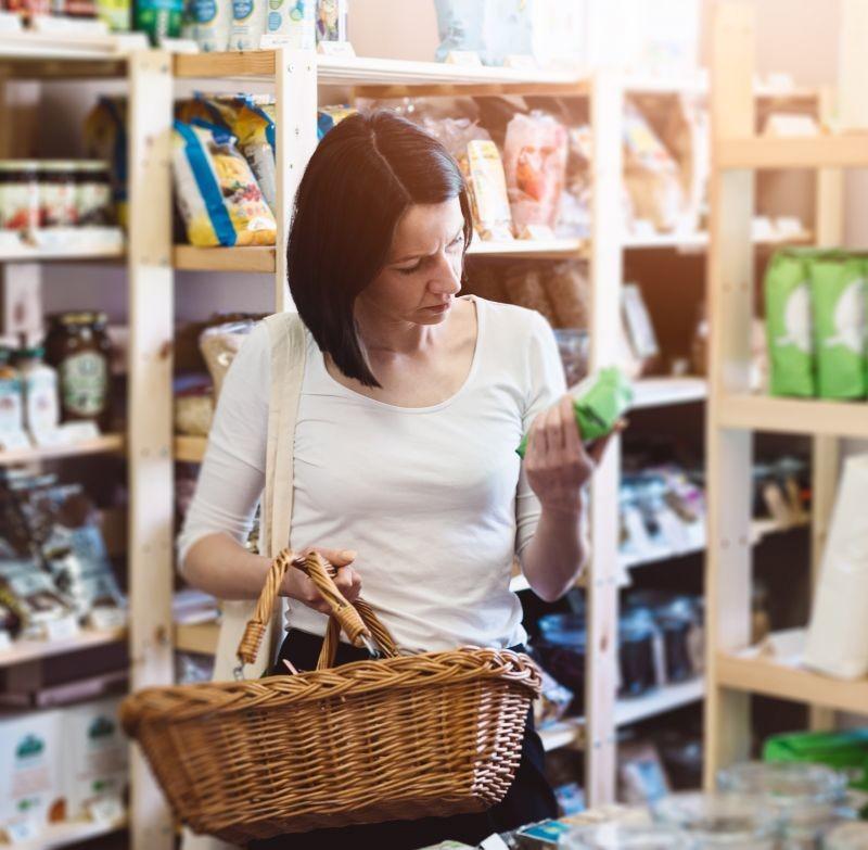Selon le baromètre Max Havelaar France, 70 % des Français estiment que la consommation responsable demande trop d'efforts et de changements au quotidien. Crédit photo Adobe Daniel Jędzura