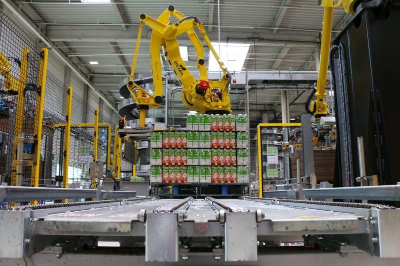 La nouvelle usine de Refresco au Quesnoy comporte quatre ligne carton et deux nouvelles lignes plastique. Crédit Photo : Refresco.