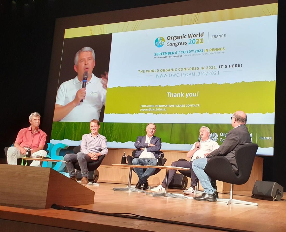 Lors du Congrès de la bio à Rennes, Charles Kloboukoff (Léa Nature), Pierrick De Ronne (Biocoop), Christophe Barnouin (Ecotone) et Olivier Clanchin (Triballat-Noyal) ont mis en avant leurs actions en faveur de la biodiversité.