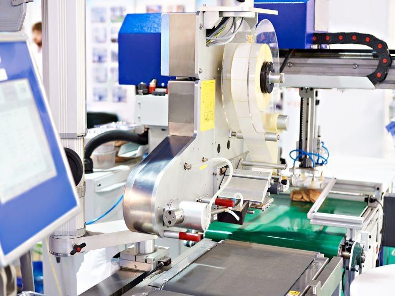 Pour faire face à un mode de production dégradé, les autorités ont temporairement assoupli les mesures d'étiquetage. La DGCCRF vient de publier la liste des produits concernés. Crédit : Adobe Stock.